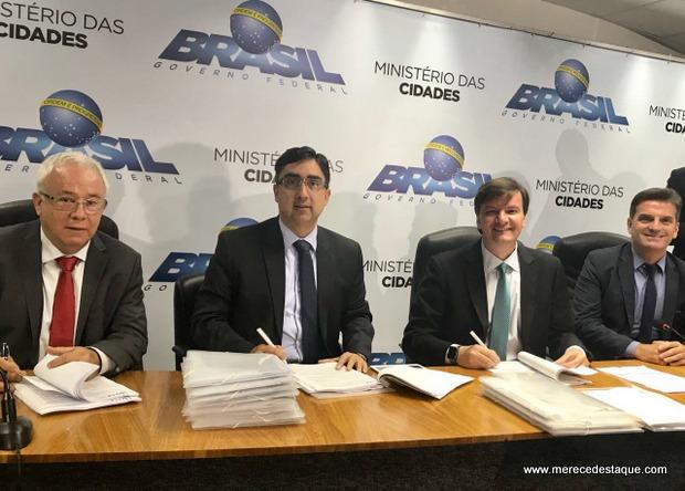 Compesa assina contratos de R$ 384 milhões para obras de saneamento em 18 municípios