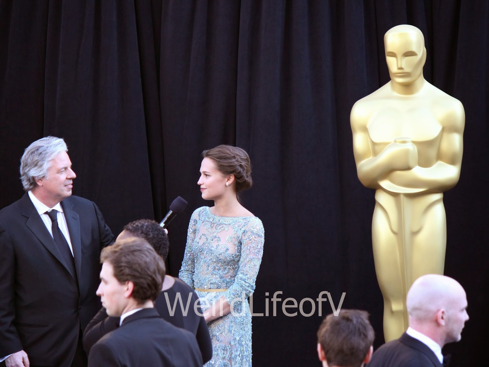 Alicia Vikander being interviewed by Chris Connelly at the 2013 Academy Awards
