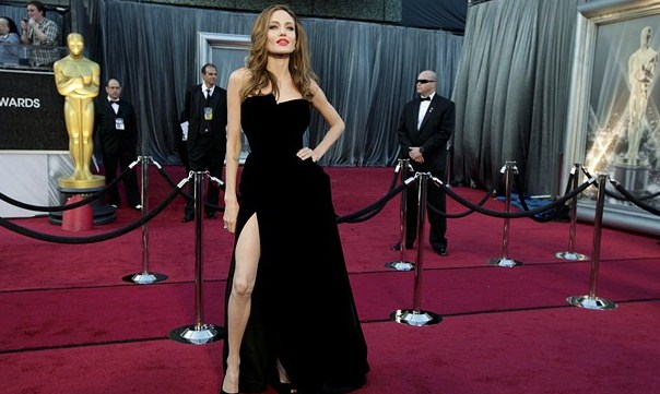 Cara Diet Sehat Angelina Jolie