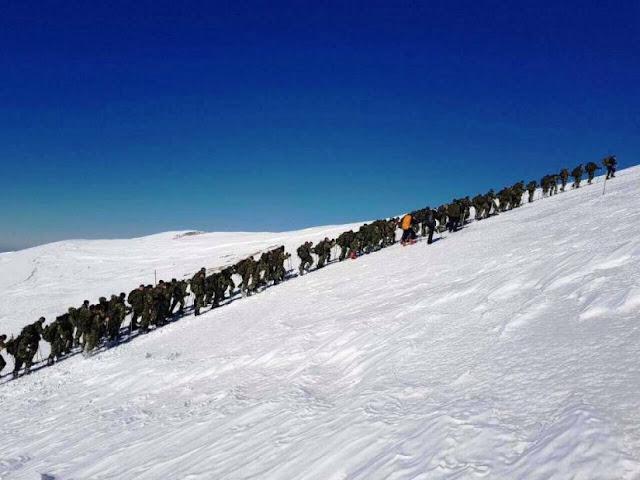 Οι Ευέλπιδες σε σκληρή χειμερινή εκπαίδευση λίγο πριν έρθουν στο Ναύπλιο για τον Μαραθώνιο