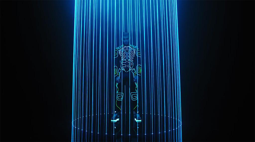 """Zayn está todo trabalhado nas luzes e neon em novo clipe da dançante """"Like I Would""""!"""