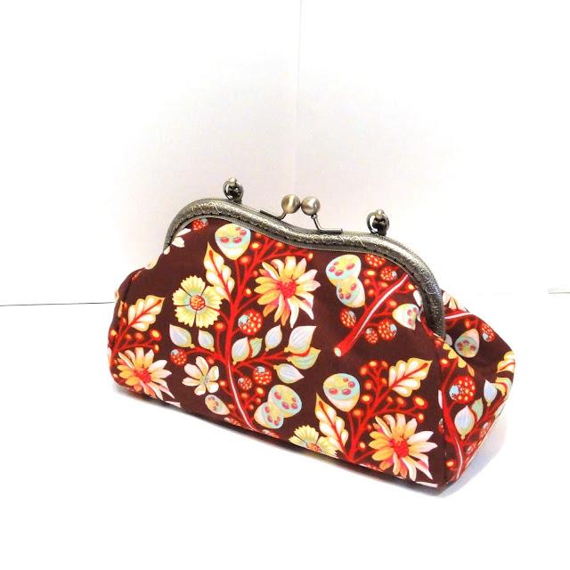 Женская сумка с цветами, растительными мотивами. Коричневая сумочка кошелек - подарок девушке