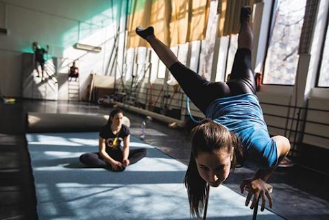 Új mozgásszínházi előadást készítettek a Baross Imre Artistaképző diákjai