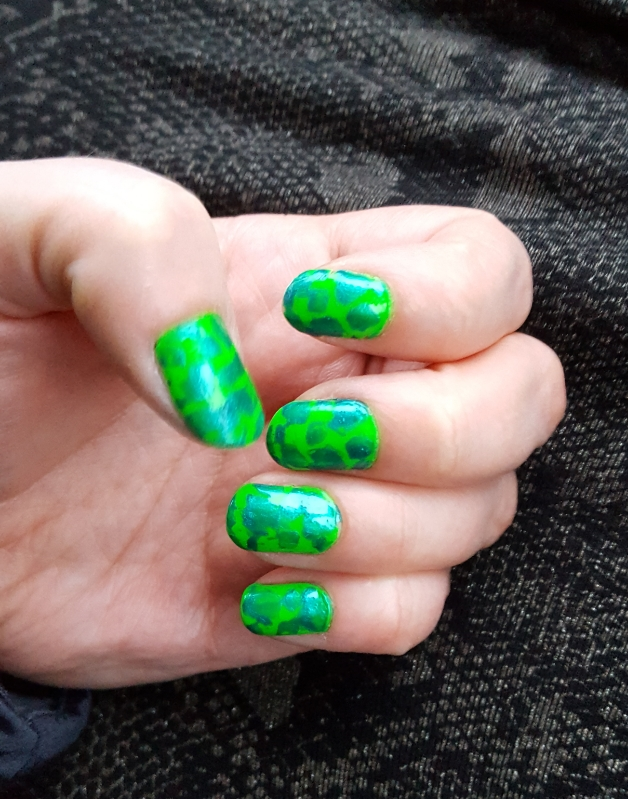 Nail Art for Beginners Like Me : Turtle nails🐢 and rosey red nails ...