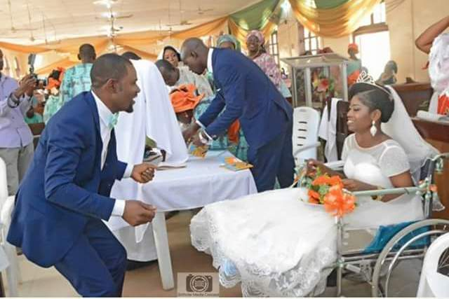 Heartwarming! Nigerian bride ties the knot in a wheelchair after she was involved in an accident few weeks before her wedding (photos)