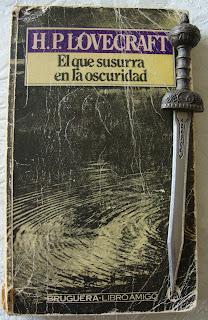 Portada del libro El que susurra en la oscuridad, de H. P. Lovecraft