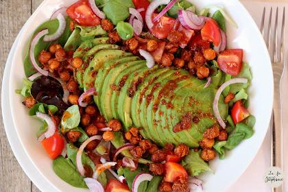 Salade avocat et pois chiches rôtis - recette pour 1,2,3 veggie