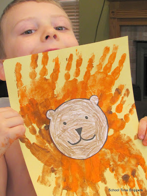 Hand print Lion Art