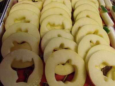 Too Cute...slice apples thin and then use cookie cutters to design middle!