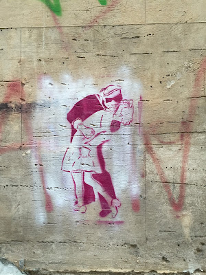 Palermo street art: the kiss