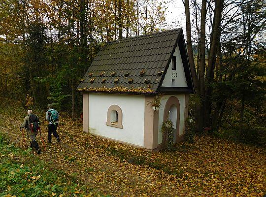 Murowana kapliczka w dolince Mytylowskiego Potoku.