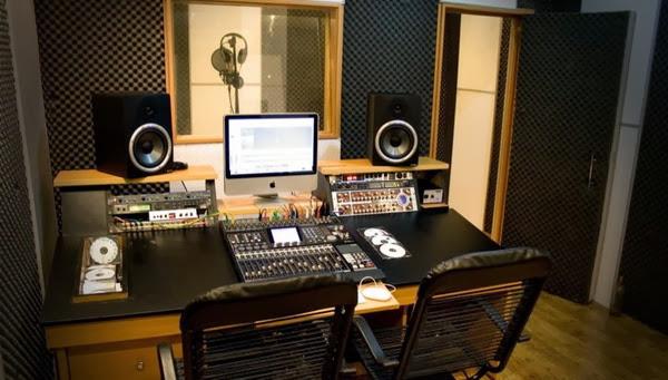 Mẫu phòng thu âm Hoàng Gia