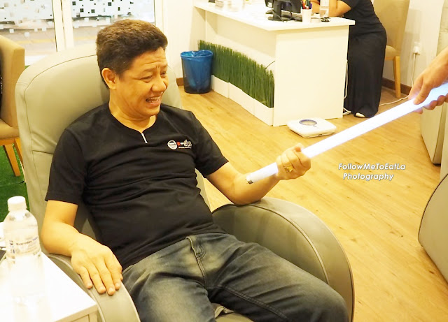 Hubby, Uncle Hong delighted with the test!
