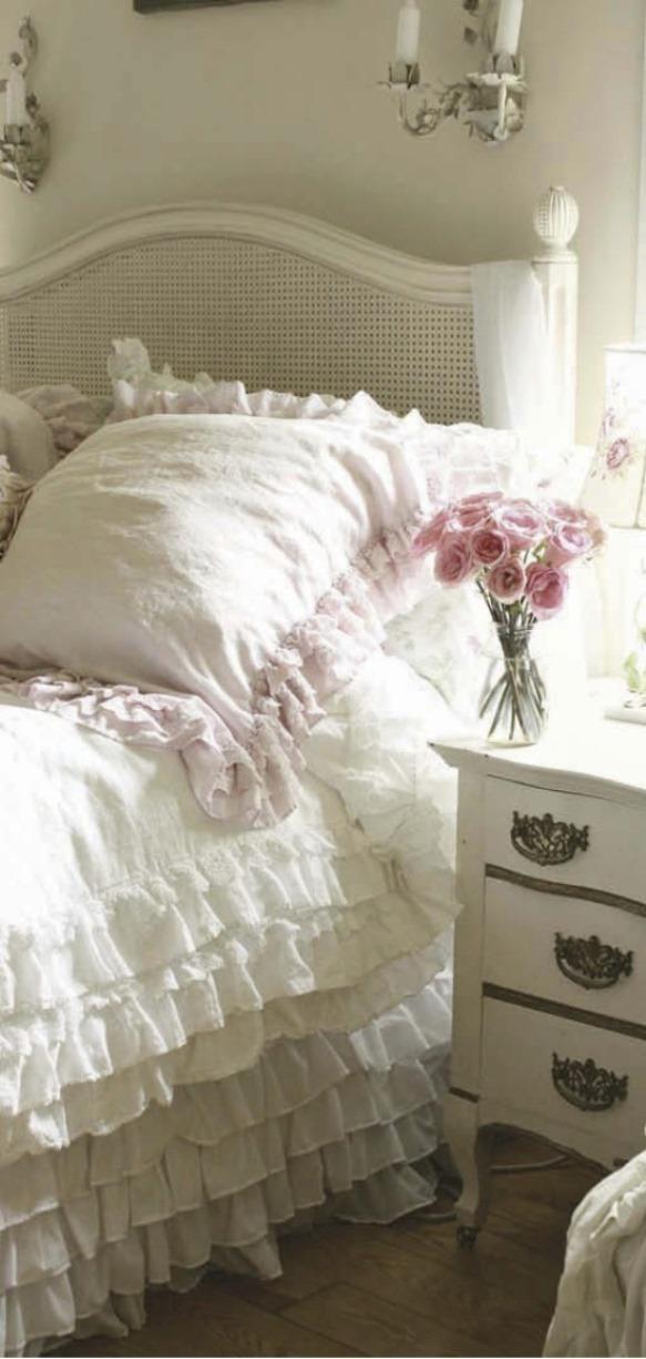 Romantic style home decorating