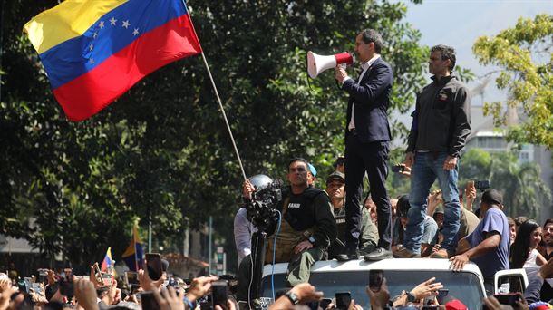 """Guaidó desde la  base aérea La Carlota: """"El cese definitivo de la usurpación empezó hoy"""""""