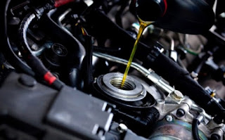 seringkali banyak para pengguna kendaraan roda empat yang mudah tergiur dengan produk oli Waspada Bahaya Sering Ganti Merk Oli Pada Mobil