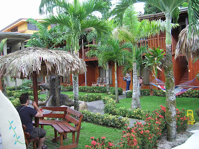 Patio interor del Arenal Hostel Resort, La Fortuna, Costa Rica