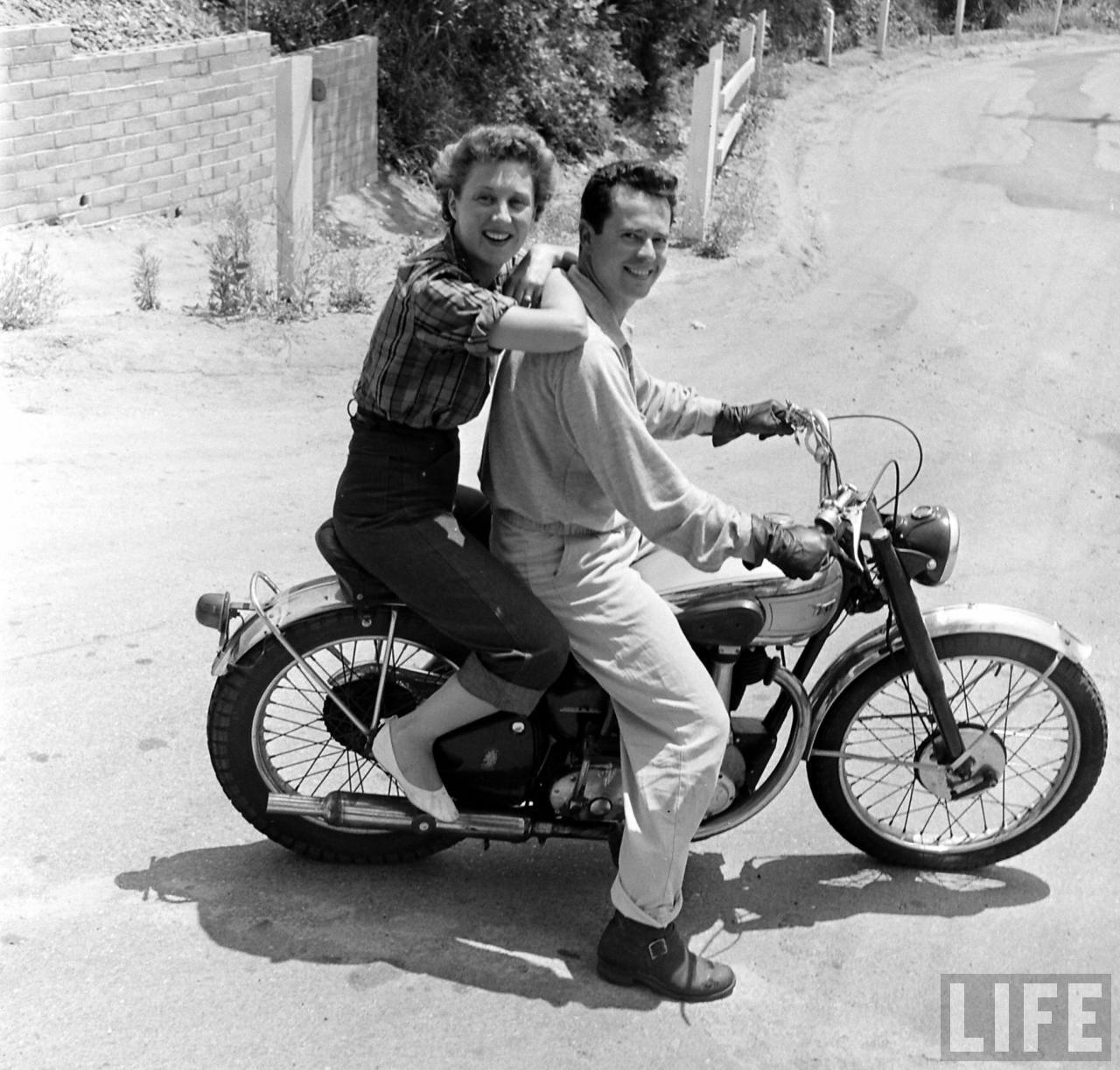 1940S Bike Girls Fascinating Photos Of Female -5707