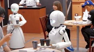 Άνοιξε η πρώτη στον κόσμο καφετέρια με σερβιτόρους-ρομπότ ( VIDEO)