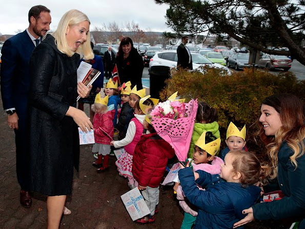 Crown Prince Haakon and Crown Princess Mette Marit of Norway visited the Hall of Memorial University in St. John's.
