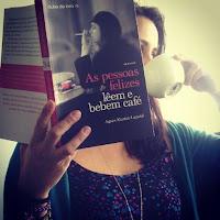 http://efeitodoslivros.blogspot.pt/2014/05/as-pessoas-felizes-leem-e-bebem-cafe_28.html