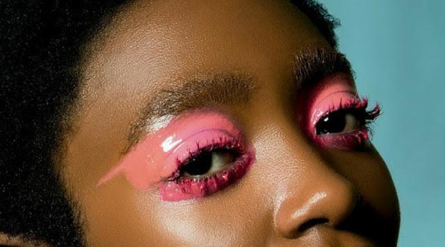 Glossy eyes: o efeito molhado está de volta - e dessa vez é nos olhos!