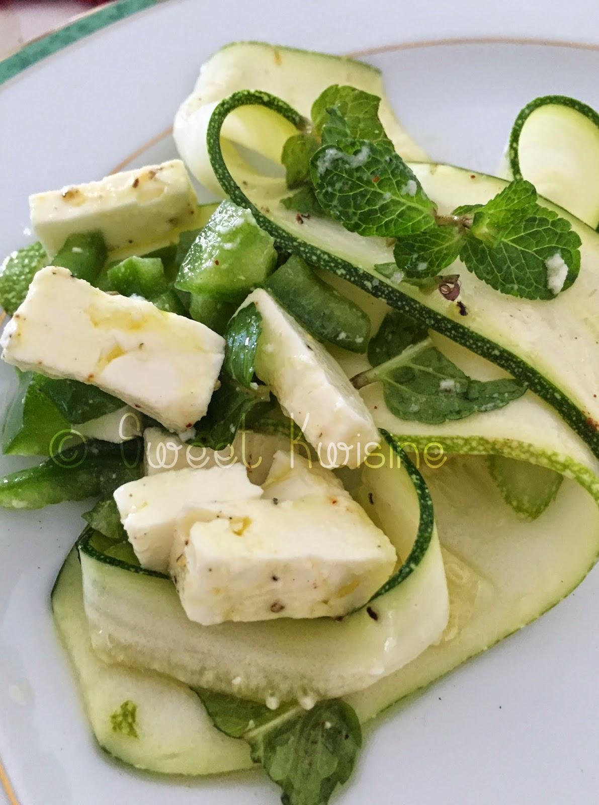 sweet kwisine, jamie oliver, cuisine légère, salade, courgette crue, piment, menthe féta, végétarien