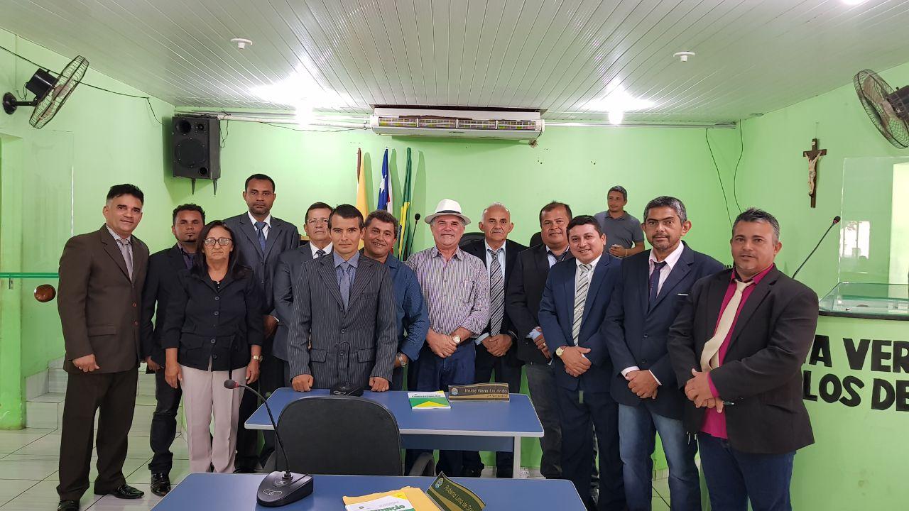 Resultado de imagem para Foto do prefeito Carlinho Barros com os vereadores