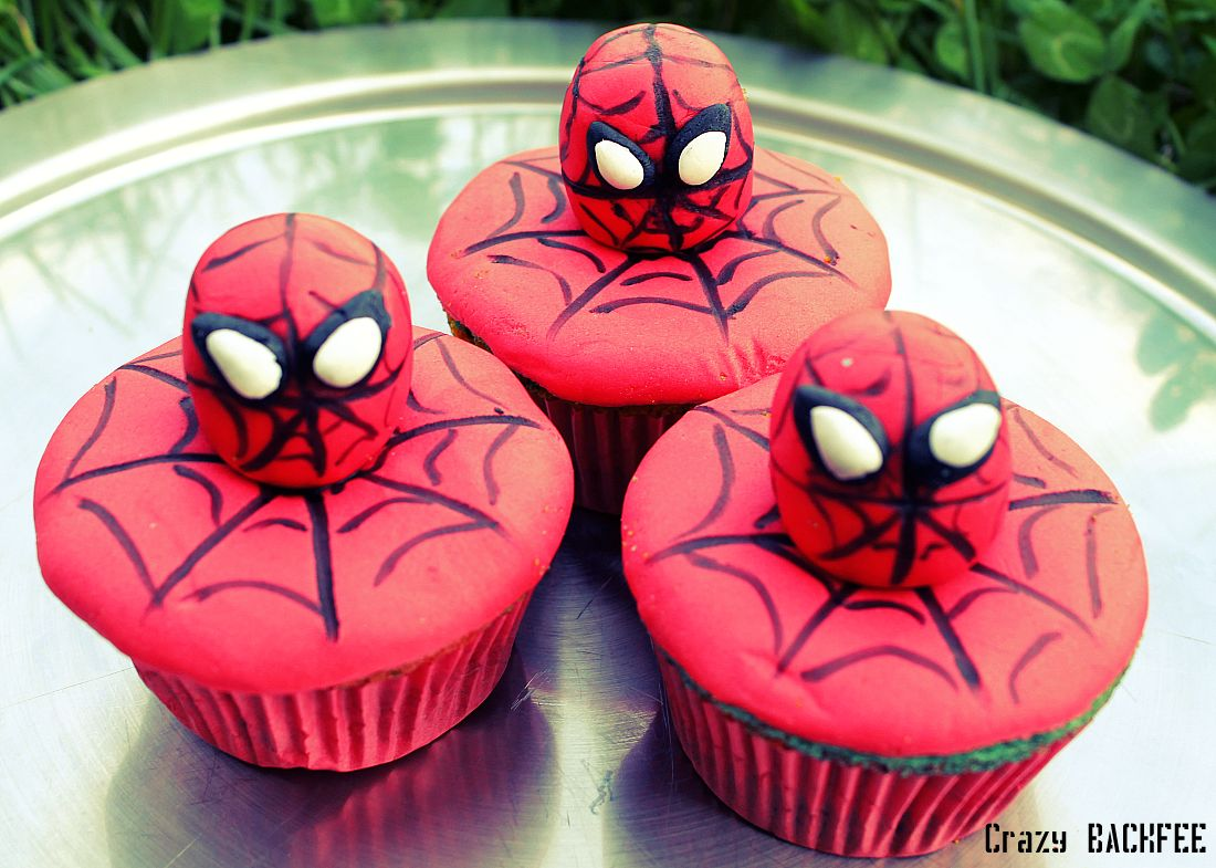 Crazy Backnoé Spiderman Cupcakes