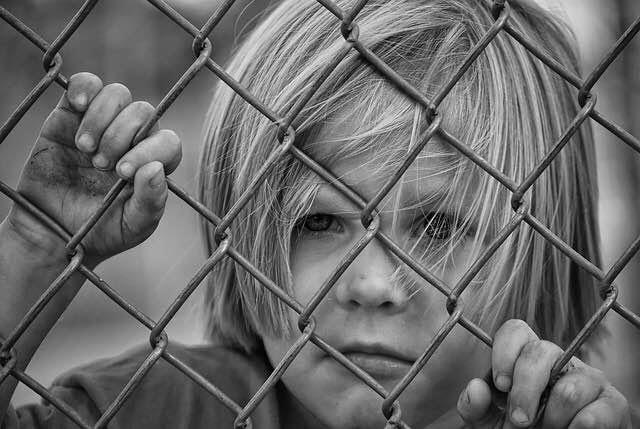 niño-acosado-acoso-escolar-bullying-triste