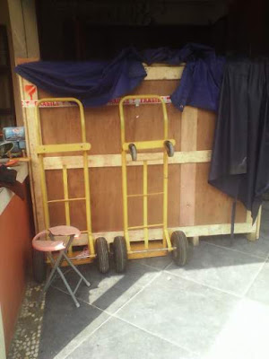 handling barang impor exhibition di area pameran jakarta indonesia
