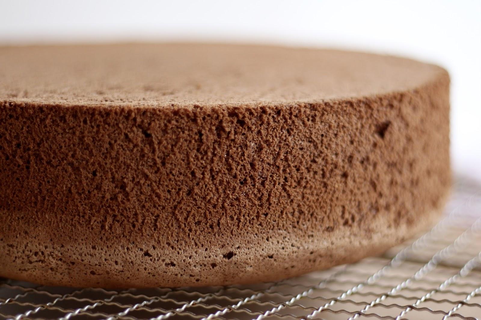 Schokoladen-Biskuit Grundrezept - super hoch und gleichmäßig - mit Video