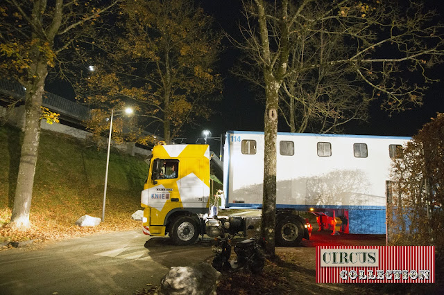un camion semi remorque quitte la place du cirque