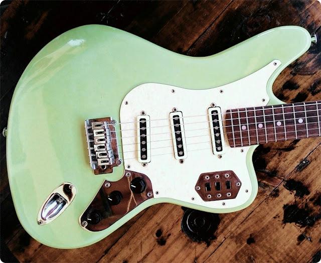 guitarra verde, verde menta, guitarra vintage, marcelo letal, urbano e retrô