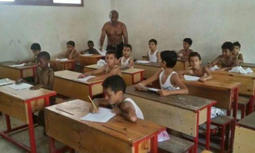 موجة الحر بعدن وراء خلع التلاميذ ملابسهم أثناء الإمتحان
