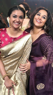 Keerthy Suresh in Saree with Cute and Lovely Smile with Vidya Balan in Tsr Tv9 Awards 1