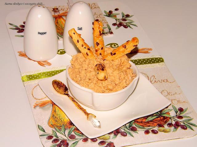 Błyskawiczna pasta z kurczaka alla dip, do  chleba lub słonych przekąsek.