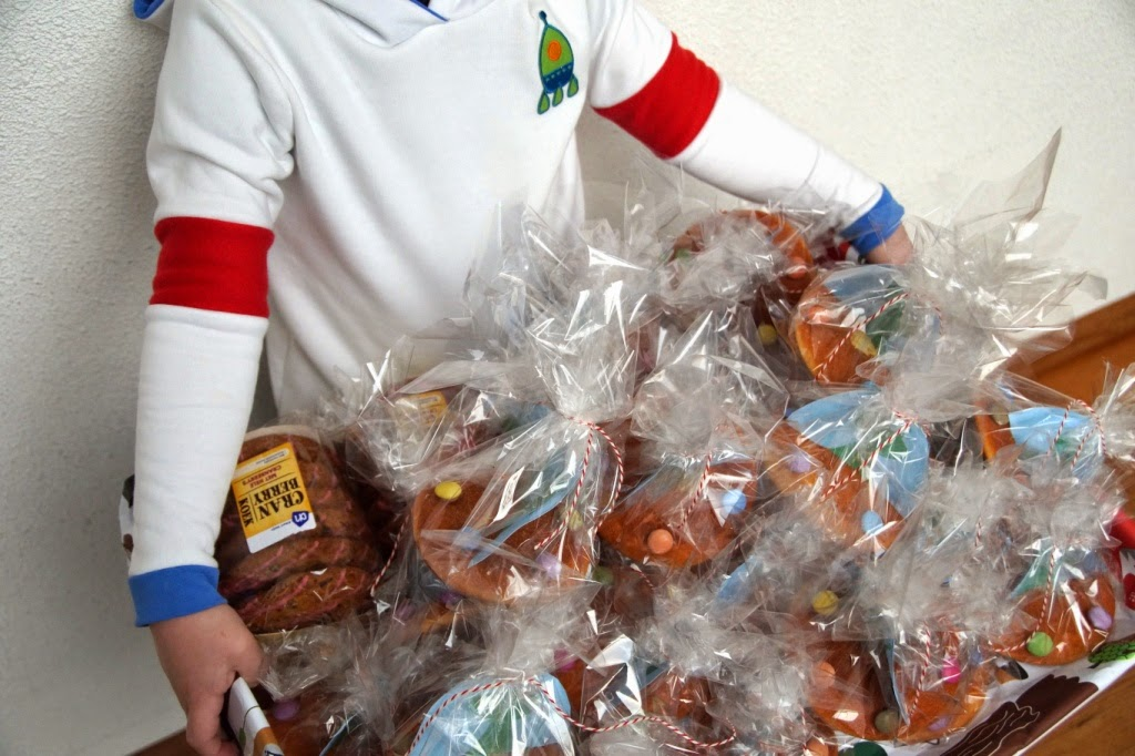 astronaut rowan tee & ufo birthday treats -huisje boompje boefjes