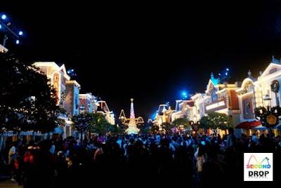 Hong Kong Disneyland Main Street at night