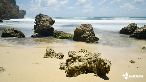Karang Di Pantai Ngeden