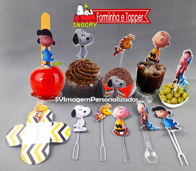 O preço mais barato para Toppers e Tags doces de copo e cupcake  Esse Topper personalizado para cupcake, maçã do amor ou doce de enrolar, e com colher para doce de copo, também conhecido como Tags, Plaquinhas ou Pics, em corte especial, é uma excelente e barata ideia decorara os doces de sua mesa em sua festa no tema Snoopy – O Filme, e sua turma Charlie Brown , festa para meninos e meninas, nas cores vermelho e azul, será um sucesso na decoração de sua festa.