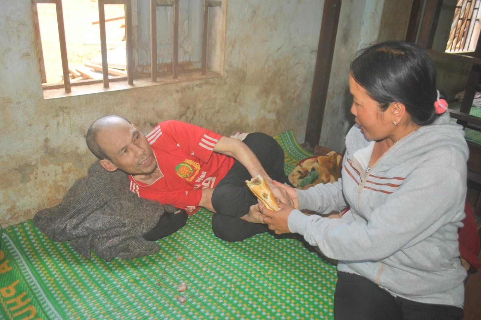 Gia Lai: Đôi vợ chồng nghèo cưu mang cả trăm người tâm thần