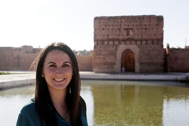 Lena en el interior del Palacio el Badi