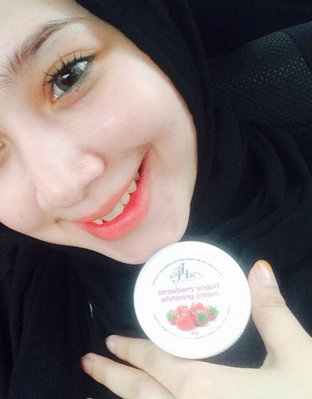 Strawberry yogurt whitening cream