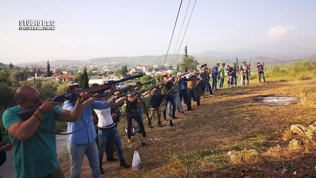 """Ναύπλιο: Με δεκάδες όπλα """"εκτέλεσαν"""" και φέτος τον Ιούδα στην Ασίνη (βίντεο)"""