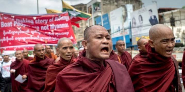 Ratusan Budha Desak Lembaga Bantuan Hentikan Bantu Ke Muslim Rohingya