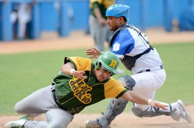 Leones y Vegueros escenificaron una batalla en diez entradas. Foto: Ricardo López Hevia