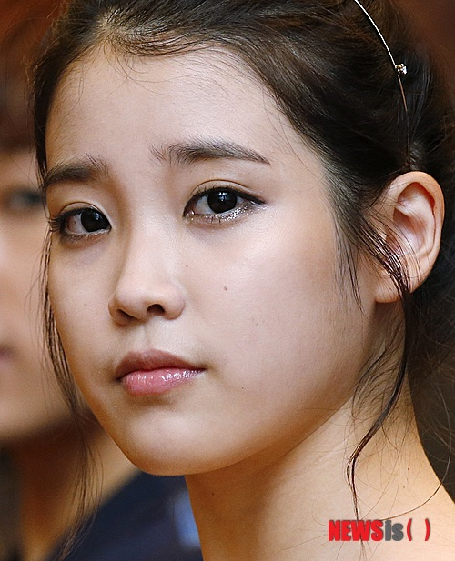 Article  After her scandal with Eunhyuk... IU