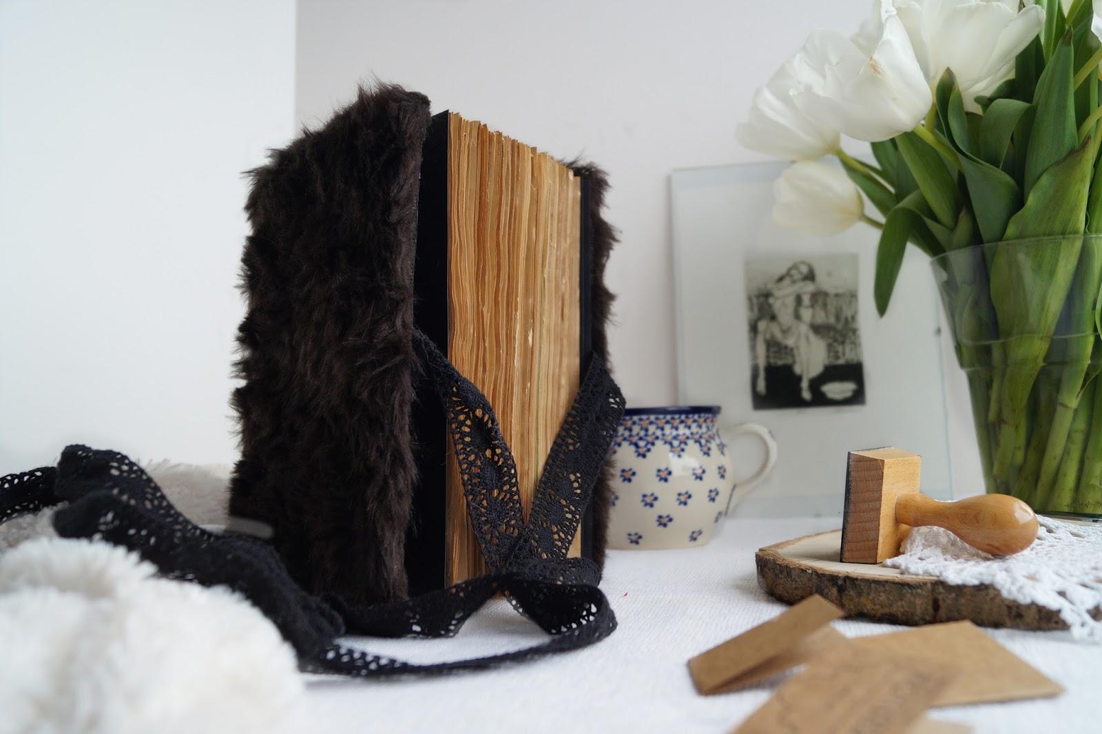 ręcznie robione zeszyty notatniki kalendarze notes w miękkiej futrzanej oprawie koty ciekawy nietypowy pomysł na prezent upominek ciekawe gadżety notatnik notes handmade