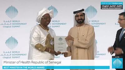 الشيخ محمد بن راشد آل مكتوم يكرم وزيرة الصحة السنغالية بجائزة أفضل وزير بالعالم